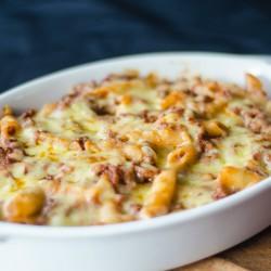 Escondidinho vegano de mandioca com cogumelos e arroz integral com cenoura