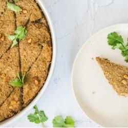 Tipo kibe de berinjela acompanhado de arroz vermelho e lentilha