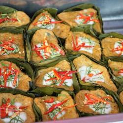 Tipo kibe de abóbora acompanhado de arroz com lentilha